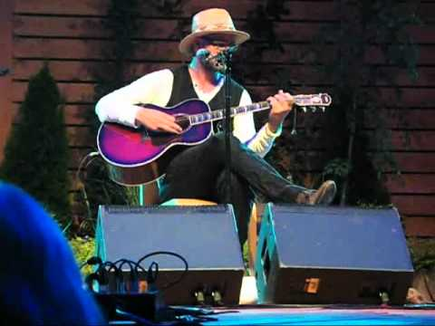 Gord Downie BOBCAYGEON Live and Acoustic at Niagara on the Lake July 23, 2011 Jackson Triggs