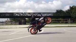 KTM RC125 Circle wheelie