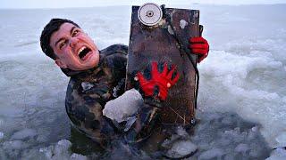 Пришлось нырять под лед чтобы поднять со дна затонувший сейф