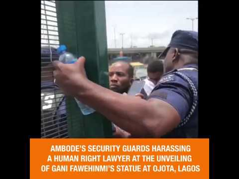 Ambode's Security Guard Harasses Lawyer, Inibehe Effiong At The Unveiling Of Gani's Statue