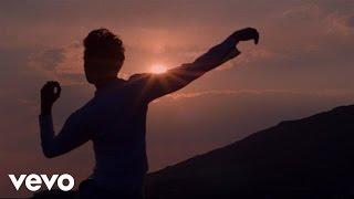 Смотреть клип Mika - Staring At The Sun