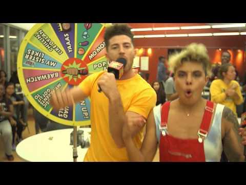 Crash Karaoke: Hannah e Dylan ti faranno cantare!