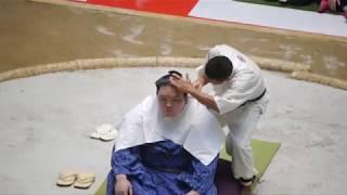 境川部屋 髪結いは各部屋に在籍する床山が行います。関取(十両以上の力...