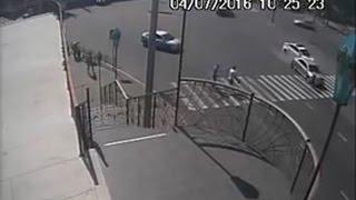 Патрульная полиция берет на таран. ДТП Сумы 04.07.2016(http://roadcontrol.org.ua/node/3047 Видеозапись ДТП, которое произошло по вине патрульной полиции г. Сумы 04 июля 2016 года...., 2016-07-13T14:32:17.000Z)