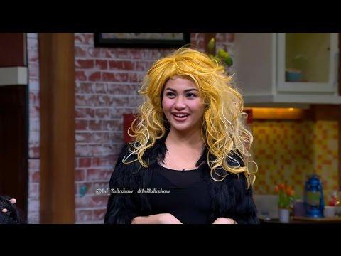 Gokil!! Pake Wig ini Langsung Jago Bahasa Inggris