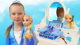 Лиза и новые игрушки для принцессы
