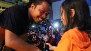 """""""IS"""" Payung Teduh Feat. Jingga - Untuk Perempuan Yang Sedang Dalam Pelukan (Accoustic)"""