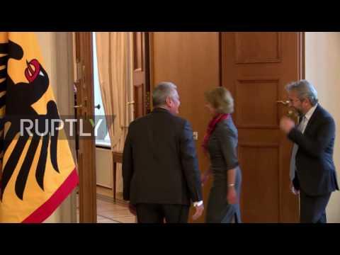 Germany: President Gauck meets exiled former Cumhuriyet editor in Berlin