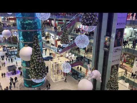 Новогоднее убранство в торговом центре  Авиа Парк в Москве.