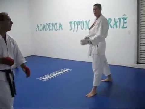 treinamento de shiai kumitê, usando sequências de técnicas de mão e deai de ura ken