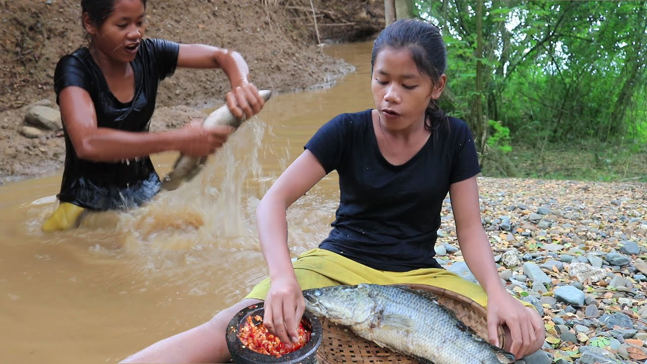 Survival skills: Catch and Cook fish with Chili sauce for Lunch ideas