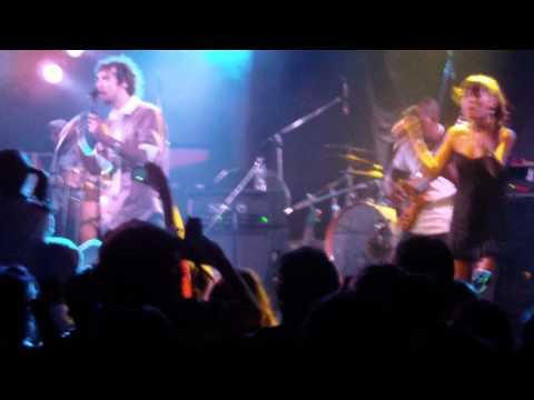 Ver Video de Dante Spinetta Dante Spinetta - La Trastienda - 15-08-2010 - Vision Nocturna