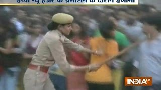 Crowd gets angry over Shahrukh and Happy New Year Team in kanpur