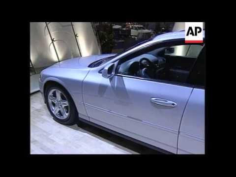 USA: NEW YORK: INTERNATIONAL AUTO SHOW OPENS