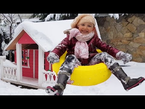 Öykü and Dad Play Small Snowflakes Fun in the Snow -  Kids Video