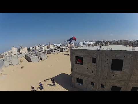 Crazy parkour amid explosions and rubble in Gaza City