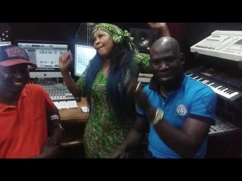 Coura mbaye et keba seck en duo au studio pour le nouveau single de coura mbaye mbeuguel