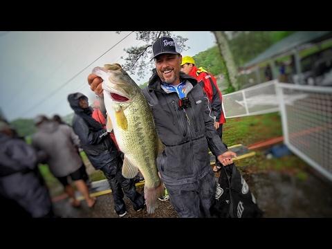 Making Money Fishing on Lake Chickamauga (Ft. John Cox) - Bassmaster