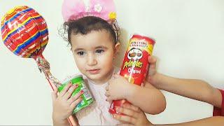 Celina Steals Food from Hasouna - سيلينا تأكل حلويات حسونة