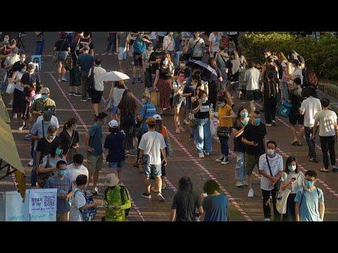 اعتقالات معارضين في هونغ كونغ  من بينهم أمريكي وواشنطن تندد -بقمع بيكين للديمقراطية-…