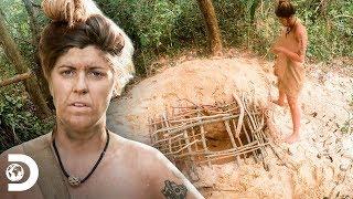 ¡Hacen búnker en la selva contra los insectos! | Supervivencia al Desnudo | Discovery Latinoamérica