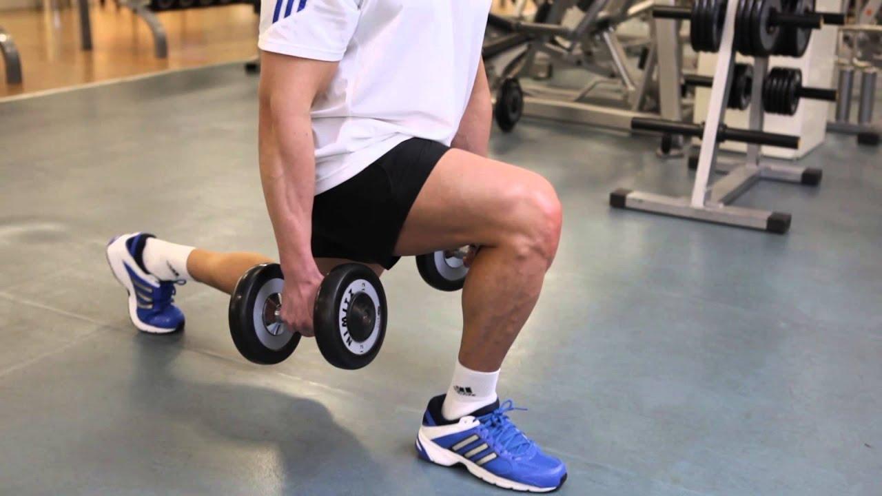 Agachamento afundo com halteres exerc cio para coxa for Exercicio para interno de coxa