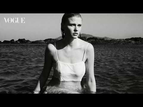 Lara Stone, una belleza sin límites en VogueMayo