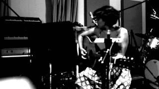 Norah Jones - Travelin' On - In Studio Clip