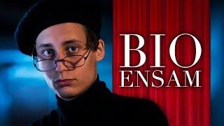 ENSAM PÅ BIO