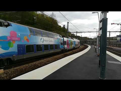 Trains en Gare de Versailles-Chantiers / trains at Versailles-Chantiers station