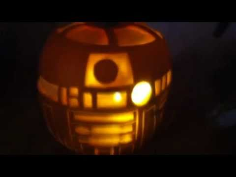 R2d2 pumpkin decorating