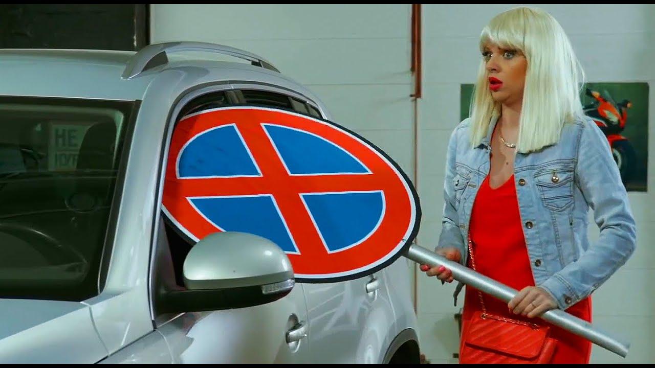 Девушки за рулем: блондинка перепутала педали 🤣  Типичные бабы на СТО | Приколы 2020