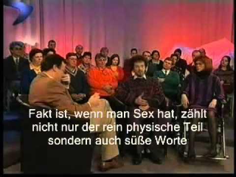 Moderator kriegt Lachanfall mit deutschen Untertiteln