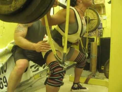 Jessica Scofield 505 lb squat (in Ginny Phillips suit & RHINO knee wraps) with reverse mini bands