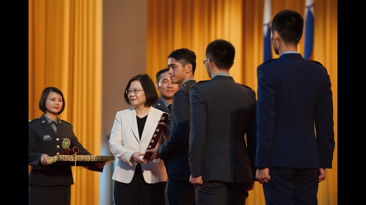 20170630 總統出席「106 年三軍六校院聯合畢業典禮」 - YouTube