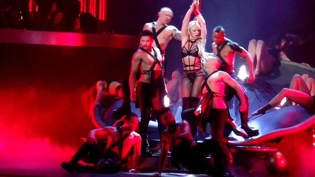 Britney Spears - I'm a slave 4 U @ Planet Hollywood Las ...
