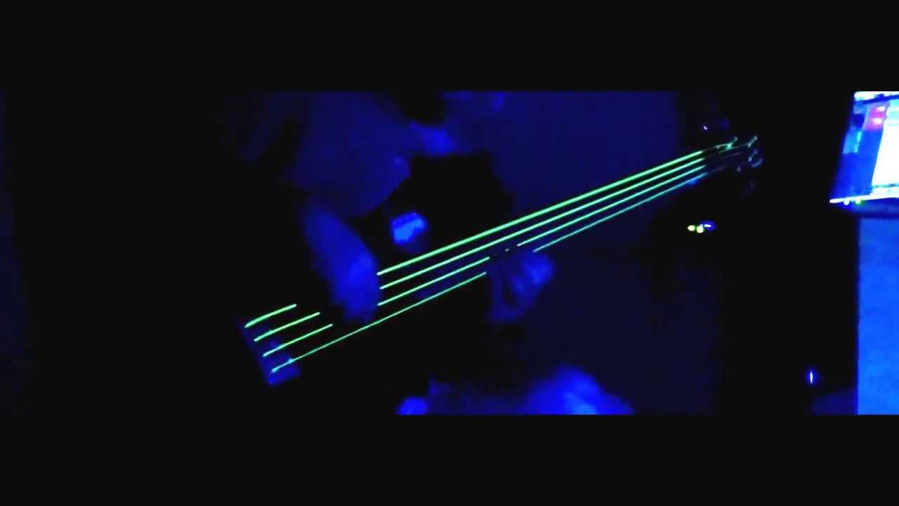 testing dr neon yellow bass strings under uv light youtube. Black Bedroom Furniture Sets. Home Design Ideas