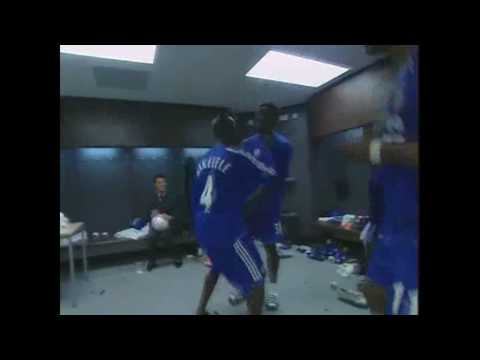 Didier Drogba,Makelele and Essien  Dance!!!