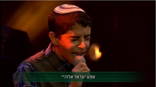 TRY NOT TO CRY: Uziya Tzadok Sings Keshalev Boicheh - עוזיה צדוק שר כשהלב בוכה