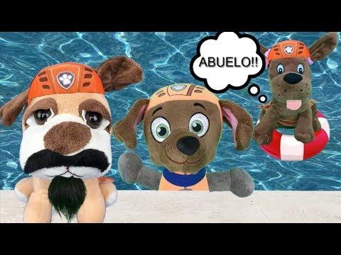 Patrulla canina juguetes español EN PISCINA: PAW PATROL PAPA ABUELO ZUMA Y NUEVOS BEBES CACHORROS