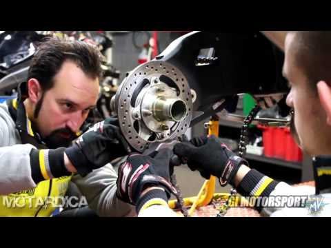 Rear wheel hub maintenance - MV Agusta Brutale