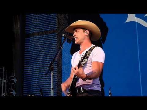 Dustin Lynch - Dust on the Bottle (David Lee Murphy cover) Noblesville Light the Fuse