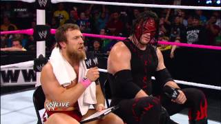 "Team Hell No plays ""The Newly-Tag Game"": Raw, Oct. 22, 2012"