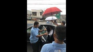Warga Bersorak Saat Jokowi Turun dari Kereta di St Cibadak Sukabumi