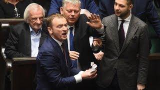 Nitras rzuca w Kaczyńskiego bucikami w sejmie