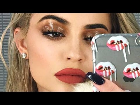 Kylie Jenner Wet Eyeshadow Makeup Tutorial