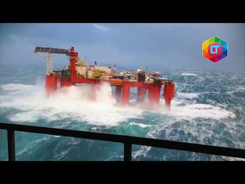 MENCEKAM! Detik-detik kilang minyak terhempas badai di laut lepas