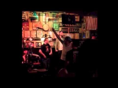 Claude Giroux singing karaoke at McGillins