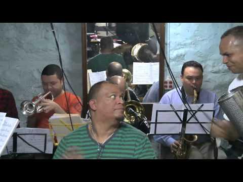 King Banda Interpretando a Benny Sadel