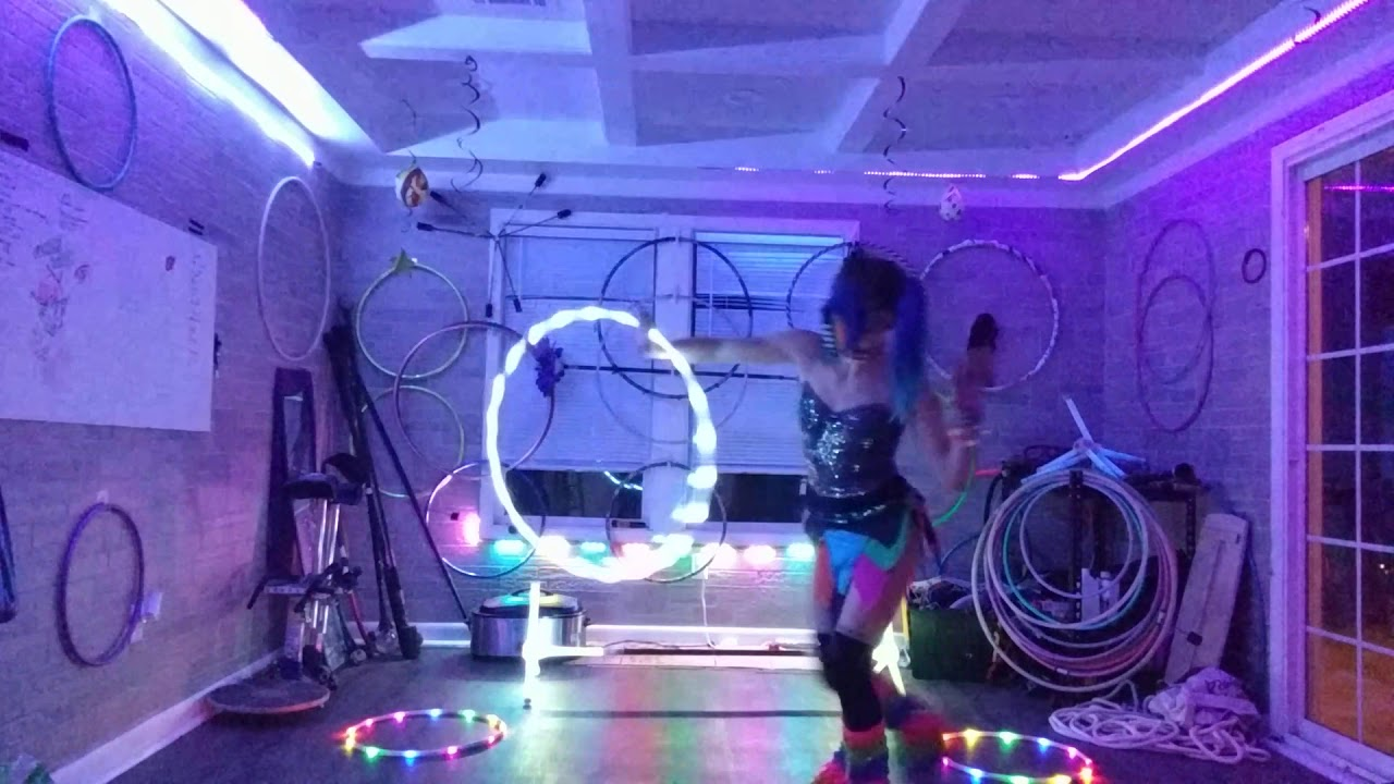 Ziggy Starshiine of Kineticats LED Multi-prop Demo feat. Notixx